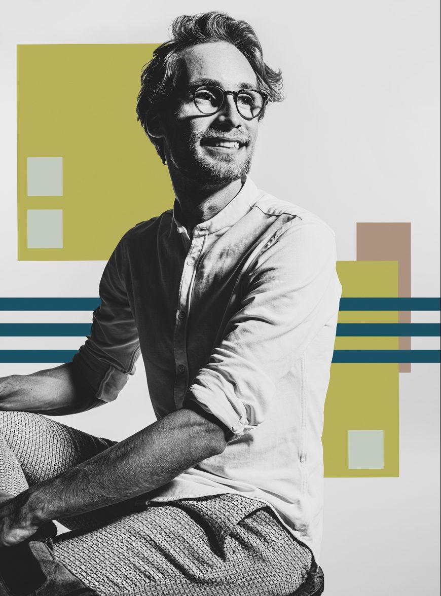 Man voor abstracte achtergrond