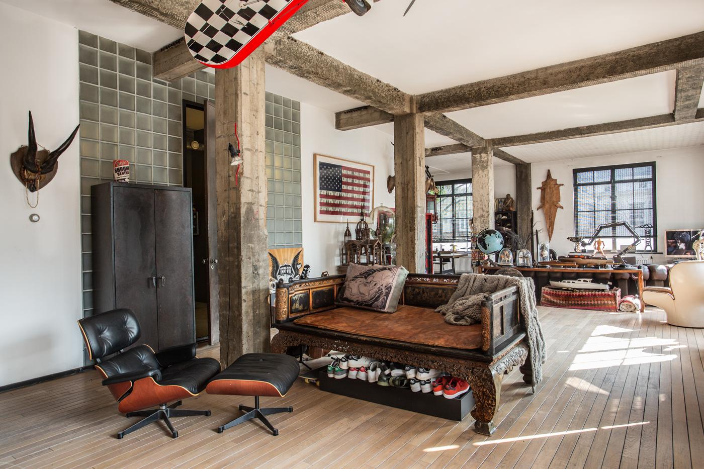 houtlook huis, Amerikaanse style. ruime woonruimte met houten balken
